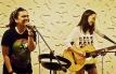 Jennica Mallorca with guitarist